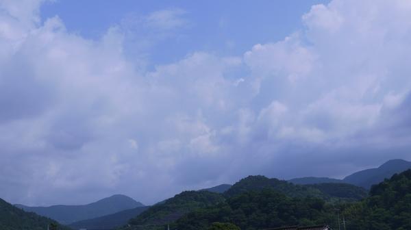 ③県道726号から丹沢の西部の山.JPG