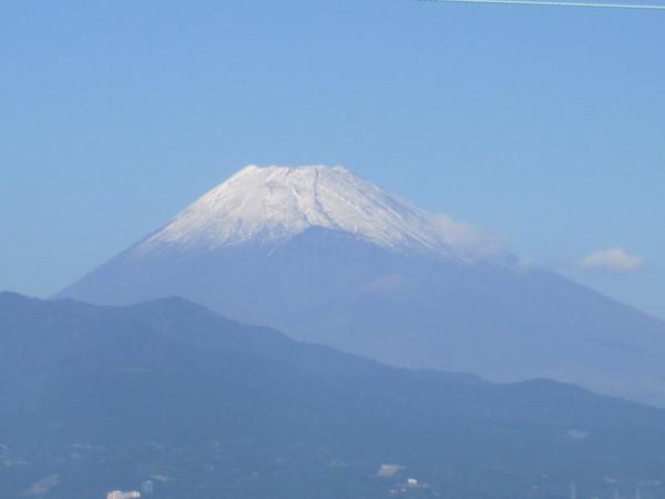 三島より初冠雪の富士.JPG