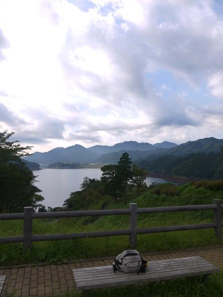 宮が瀬ベンチ.JPG