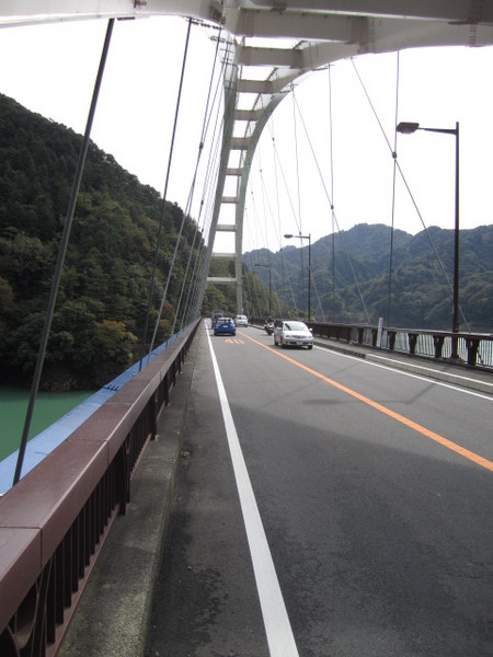 県道64号線湖畔の道.JPG
