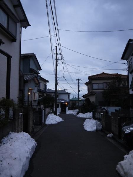 自宅前の残雪.JPG