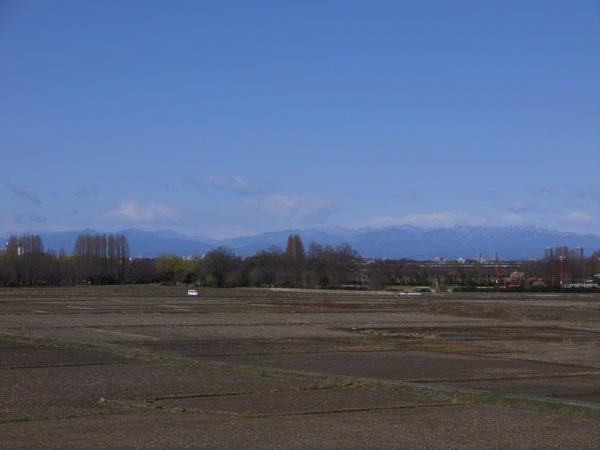 荒川CRから群馬の山々.JPG
