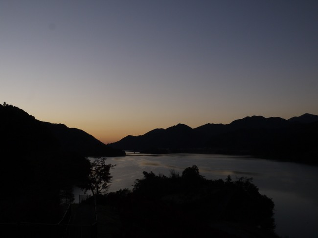 0613_宮ヶ瀬湖日の出.JPG